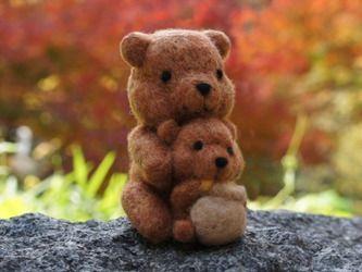 Родитель-ребенок Медведь моменты тонкой осенний день