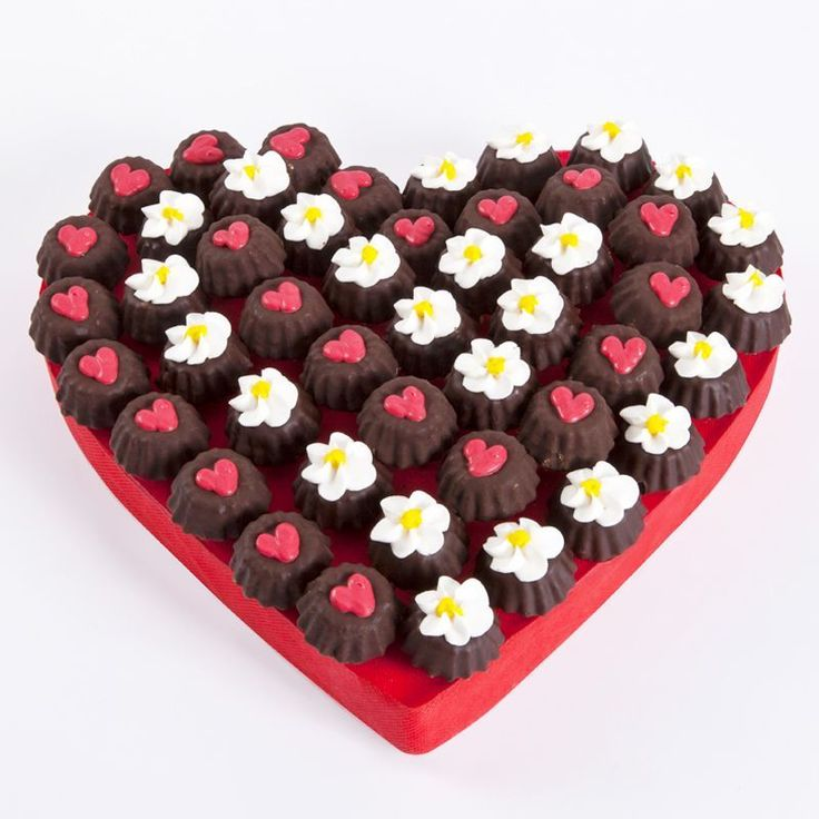 Flower Hearts 217 Çikolata Sepeti