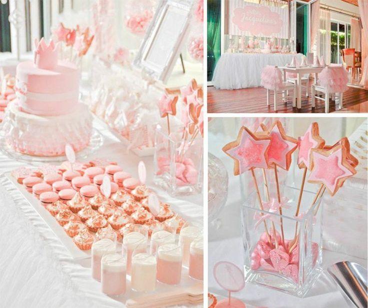 décoration d'anniversaire sur le thème princesse - gâteau avec couronne et biscuits étoiles