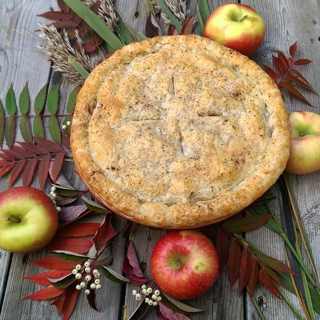 Preparing for a small dinner tomorrow and dessert is done. My first pie ever, is a sugar-free, honey-crisp apple # with a butter crust. 20 minutes in the oven tomorrow and served with sugar-free ice cream should be a nice end to a great meal. @zimmysnook