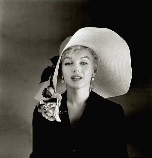 We are all of us stars, and we deserve to twinkle. #MarilynMonroe Photo via @HistoryInPics. #QOTD #entrepreneur pic.twitter.com/M2yFZQtVSf
