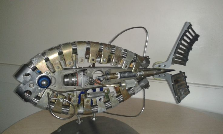 Recycled metal fish sculpture made of aircraft parts by Brian Thompson