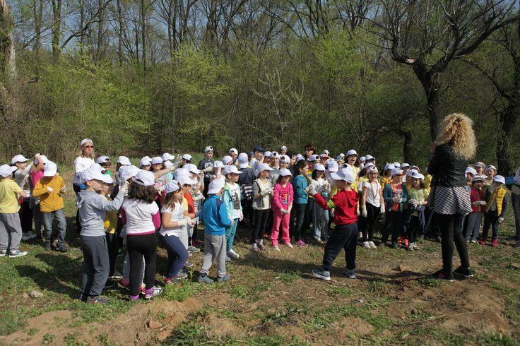 Atitudinea Eco contează! Viceprimarul Vasile Moțoc alături de micii ecologiști la salubrizarea Pădurii Băneasa