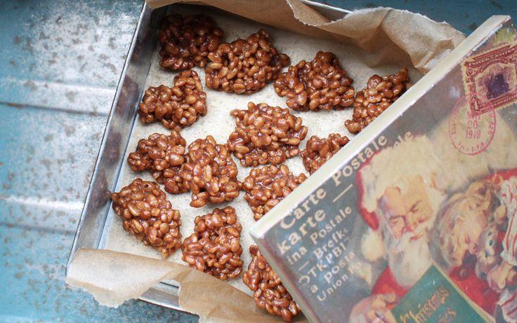 3. december byder på lækker og supernem julekonfekt! Vi laver altid de her crispy Mars-bidder til jul, de smager helt fantastisk. Og med kun tre ingredienser er det en af de nemmeste konfekt-opskrifter, jeg kender. Husk også at tjekke opskrifterne fra 1. december (klejner) og 2. december (....