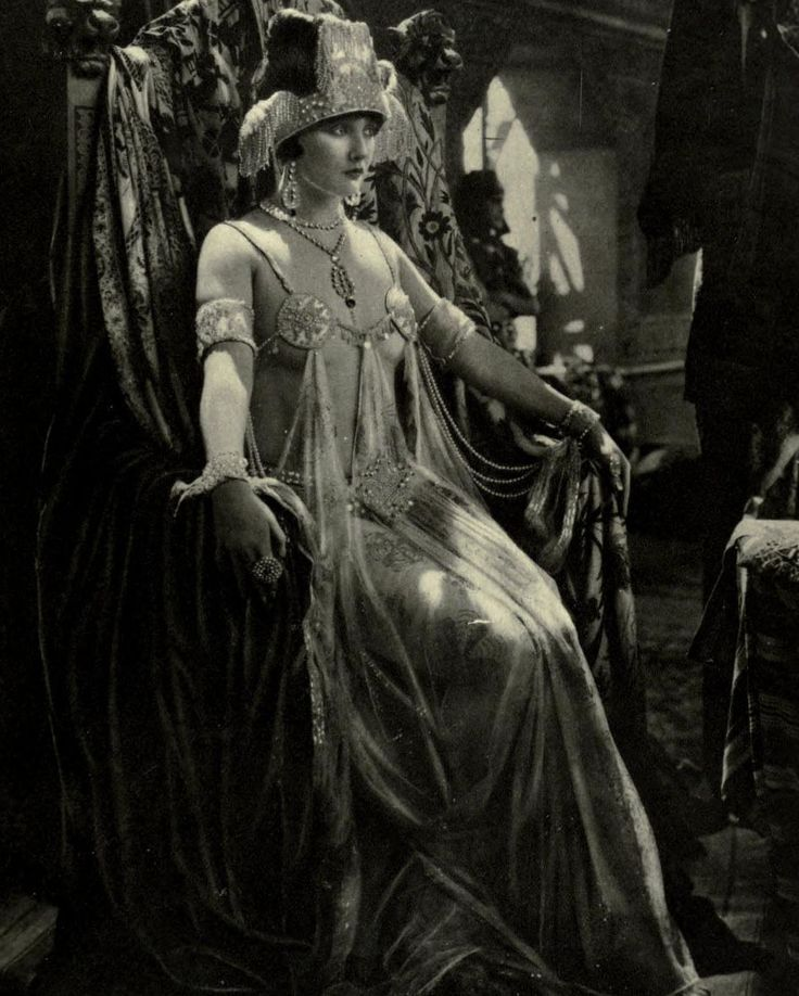 Betty Blythe — The Queen of Sheba | Theatre Magazine, 1922