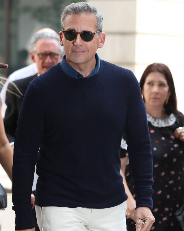 "3,233 Beğenme, 72 Yorum - Instagram'da Esquire (@esquire): ""Steve Carell finally took Ryan Gosling's 'Crazy Stupid Love' advice IRL."""
