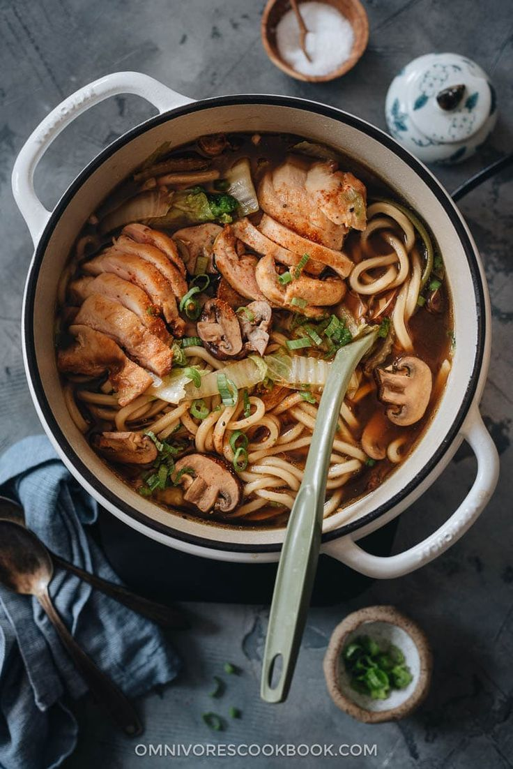A Super Simple One Pot Chicken Udon Soup That Guarantees Maximum Satisfaction With Beautifully Seared Chicken Rich So Chicken Udon Soup Udon Soup Chicken Udon
