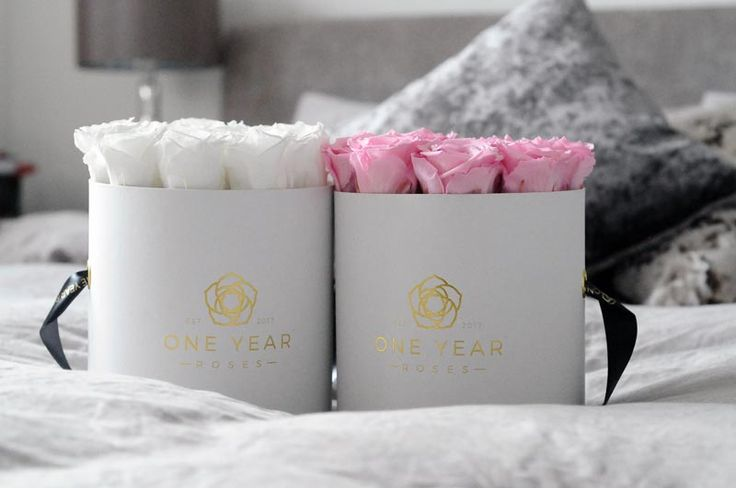 """These roses in a hat box make great """"Be My Bridesmaids"""" gifts. Especially as they last 1 year."""