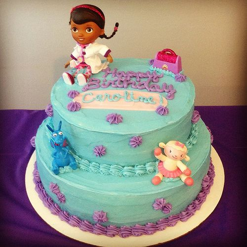 doc mcstuffins birthday cake - can get the small figurines in the DMS kit at Target