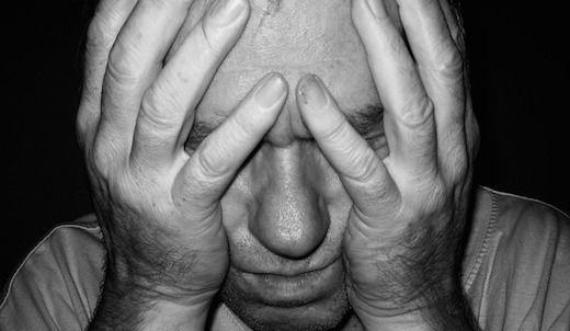Wie denkt dat pesten alleen onder kinderen en jongeren voorkomt heeft het mis. Ook onder volwassenen wordt gepest, al komt dat niet altijd tot uiting door schelden, duwen en trekken. Pesten kan ook bij volwassenen ernstige gevolgen hebben. Vaak gebeurt pesten in groepsverband en grijpen omstanders niet of nauwelijks in, waardoor degene die gepest wordt geen enkele steun ervaart.