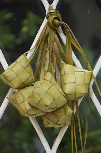 Indonesian Medan Food: Ketupat (Rice Pouch Cake)