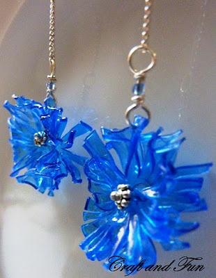 Tutorial orecchini realizzati con bottiglie di plastica blu