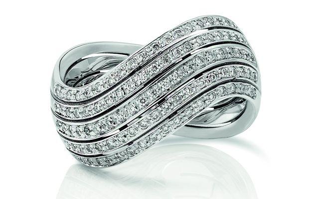 Infinito......anello in oro bianco e diamanti taglio brillante.  Gioielleria F.lli Cappon Torino