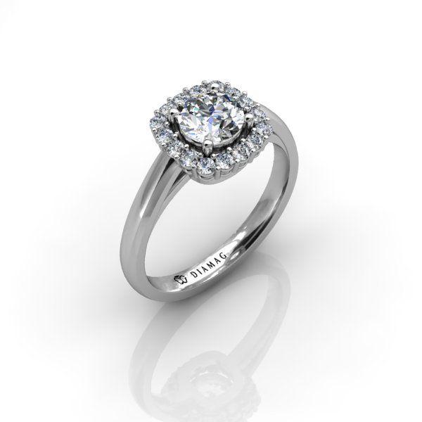 Acest tip de inel de logodnă clasic din aur alb poartă denumirea halo în limba engleză. Pietrele laterale din jurul diamantului central sunt dispuse într-o formă foarte clasică și elegantă de pernuță.  Diamantele mici sunt montate în casete individuale, primind astfel maximum de lumină posibil. Inelul poate fi configurat cu diamant central rotund, mai mare de 0.50 carate. Datorită faptului că acest model este extrem de pretențios, numărul pietrelor de pe guler va varia în funcție de…