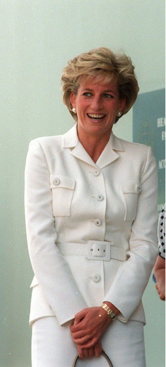 NOV 1996 – DIANA, PRINCESS OF WALES ARRIVING AT THE SACRED HEART HOSPICE IN SYDNEY. (Photo by Patrick Riviere/Getty Images)