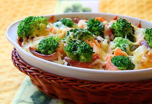 «Соцветия брокколи можно сварить в подсоленной воде, а стебли — вскипятить с оливковым маслом, а затем выложить на тост и посыпать тертым пармезаном. А вот оставшуюся жидкость стоит использовать для супа с овощами...» .  Из книги «Еда без правил» Т.Адлер.