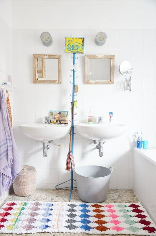 If yesterday's post about ways to make your bathroom stand out made you sad because you're renting and you think that means you can't have a really awesome bathroom, despair no more