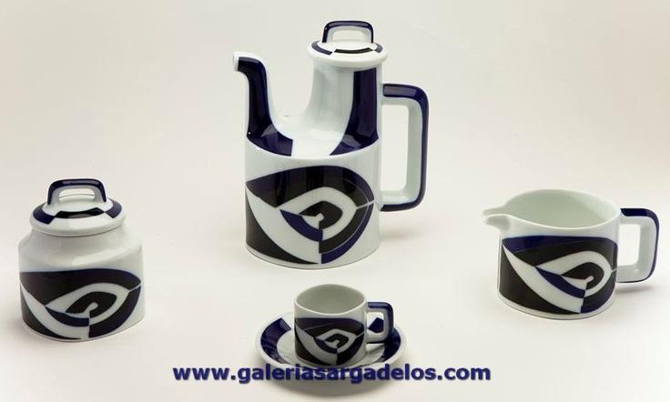 La forma P de Sargadelos se inspira en la forma de las planchas de nuestros antepasados, con un decorado que le otorga una gran personalidad. Fábrica de cerámica de Sargadelos- CERVO-Lugo- Galicia-SPAIN