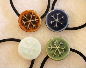 島田知子さんの陶器ヘアゴム。 ブラウン、ブルー、ホワイト、グリーン、どの色もとっても素敵。