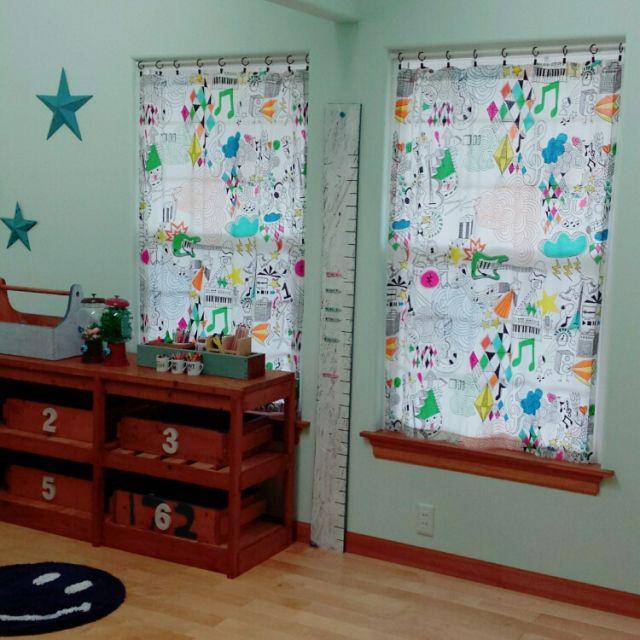 hanaさんの、いいね!ありがとうございます♪,男の子の部屋,キッズルーム,にこちゃん,IKEAベッドカバーをリメイク,IKEA,スター,星,バターミルクペイント,DIY,おもちゃ収納,セリア,100均,身長計,数字,子供部屋,カーテン,部屋全体,のお部屋写真