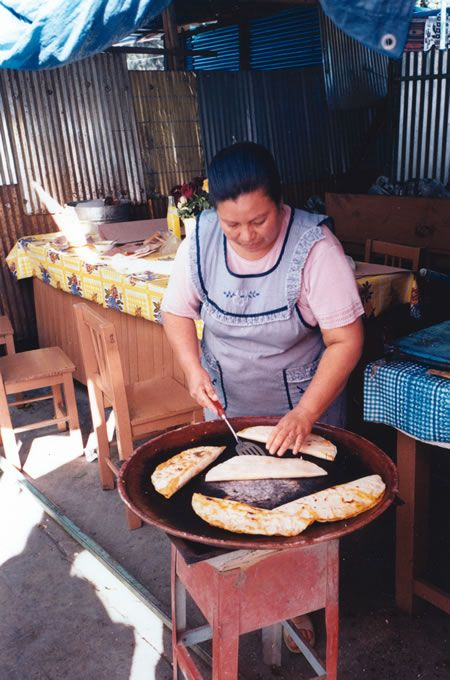 Google Image Result for http://www.transitionsabroad.com/publications/magazine/0505/oaxaca_mexico_cook.jpg