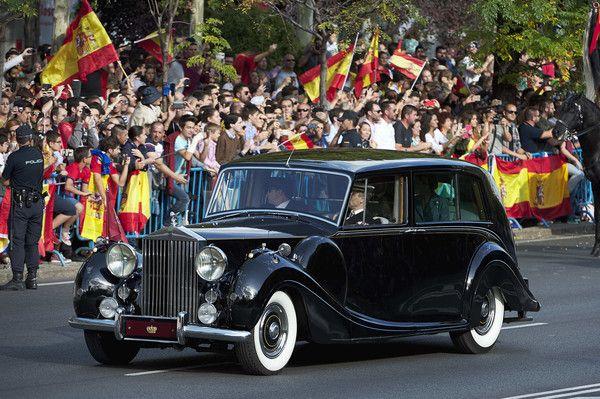 Queen Letizia of Spain Photos - King Felipe VI of Spain and Queen Letizia of Spain arrive to the National Day Military Parade 2017 on October 12, 2017 in Madrid, Spain. - Spanish Royals Attend the National Day Military Parade