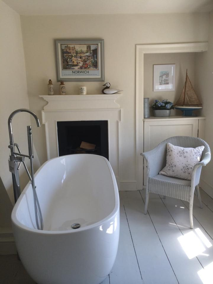 Seaside bathing! I like the big stand alone bath, the light coloured floor and the fireplace.
