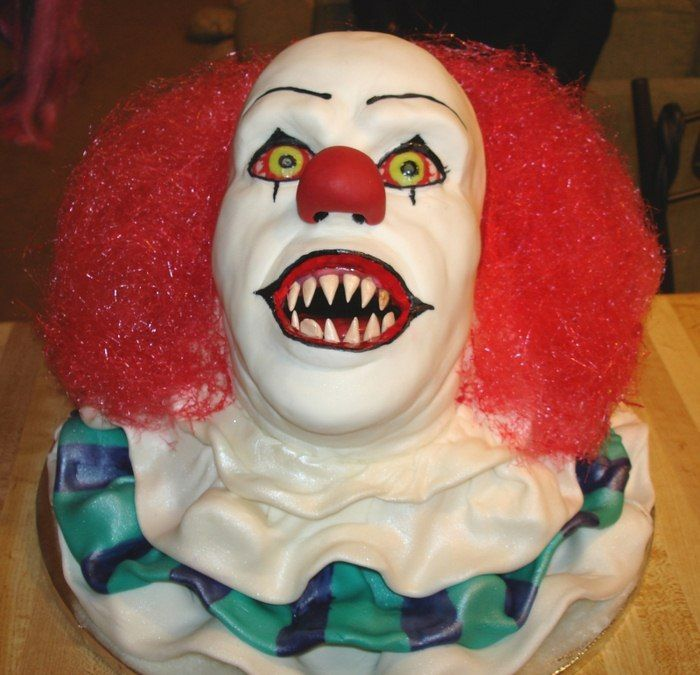 Pennywise cake. I totally have to have a Stephen King Halloween party, and when I do, this will be my cake (*shudder*)...