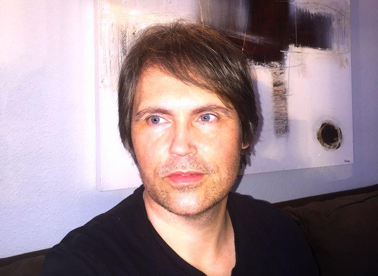 Lars Sjøstrøm Nielsen i sin dagligstue, januar 2016.
