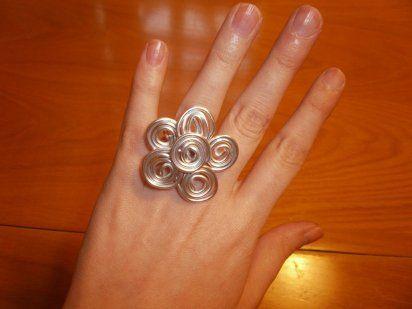 Cómo hacer un anillo de alambre en forma de flor | Aprender manualidades es facilisimo.com