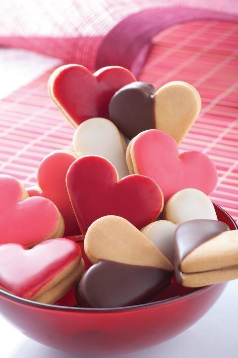 """El regalo ideal en Amor y Amistad unas """"GALLETAS"""" de la @reposteriaastor la mejor forma de decirle cuanto la amas    www.elastor.com.co"""