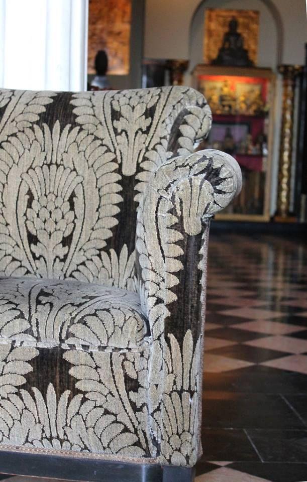 Comenzamos la semana desde la #Biblioteca del carmen de la #Fundación. Algunas #tapicerías del mobiliario denotan su momento, además de invitarnos a hacer una parada y leer un rato. ¡Ven a comprobarlo!