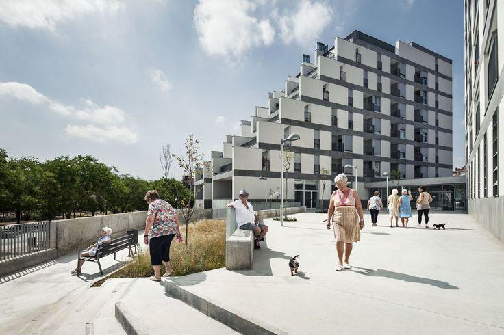 114 Unidades de Habitação Pública / Sauquet Arquitectes i Associats