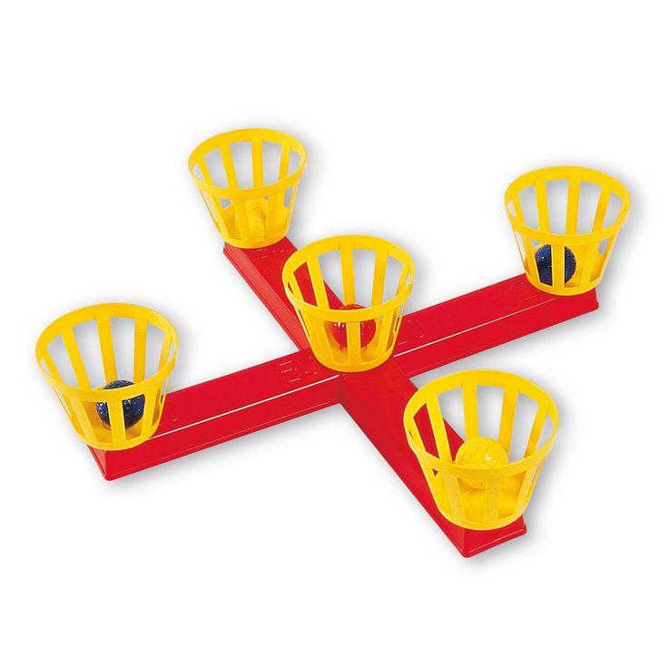 Het Androni ringwerpspel bestaat uit een kruis, 5 mandjes en 5 balletjes en is gemaakt van kunststof. Elk mandje heeft verschillende punten. De balletjes moeten in de mandjes geworpen worden, om zoveel mogelijk punten te scoren. Degene die de meeste punten heeft, heeft gewonnen! Leuk spel voor binnen of buiten! - Mandjes Werpspel