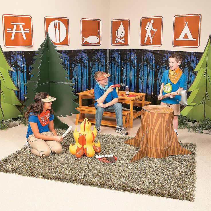 2015 VBS Camp Courage Scene Setter Idea | Set up camp in your VBS classroom with these fun VBS decorations and props! #VBS2015