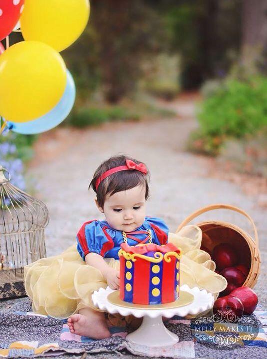 Snow White cake smash