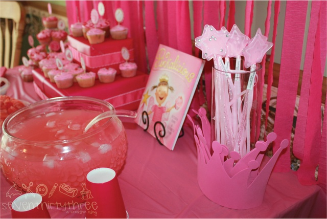 Another Pinkalicious party! I like the cure for Pinkatitis Green Food baggies!