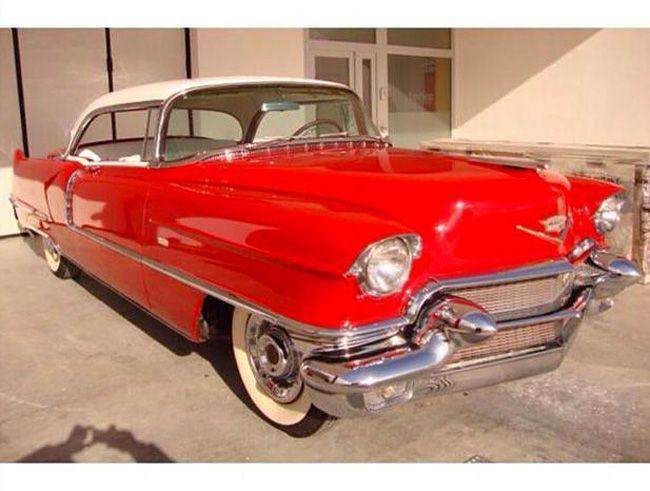 Cadillac - Coupé de Ville - 1956  1956 Cadillac Coupé de VilleDETAILS- Documenten: Amerikaanse titel en Nederlandse douanepapieren (Rotterdamse Douane)- Tellerstand: 75.000 mijl op de teller maar de motor is nieuw gecorrigeerd en heeft slechts  2000 km gereden- Eigenaars: 1 eerdere eigenaar in de VS- Kleur: rood met een wit dak- Conditie onderstel: zeer solide en volledig roestvrij- Chroom: perfectOMSCHRIJVING1956 Cadillac Coupé de Ville met Amerikaanse papieren toegelaten door Rotterdamse…