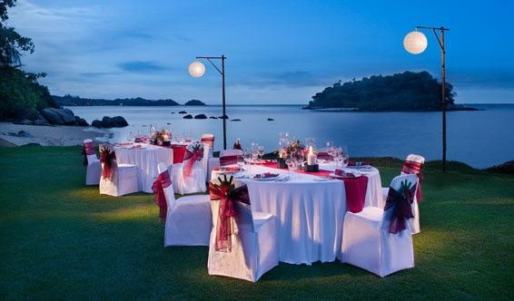 Set on the signature 8th hole of the Laguna Bintan Golf Club, a personal waiter and chef prepare a gourmet medley under the stars.