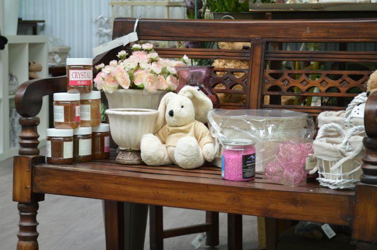 Sección decoración. Interior.  http://lessolaes.es/categoria-producto/elementos-de-decoracion/articulos-decoracion/