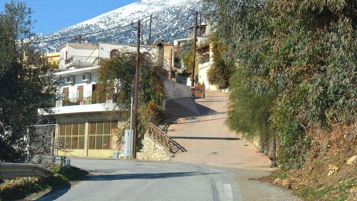 Το χωρίο Νύβριτος ανήκει στο δημοτικό διαμέρισμα του Δήμου Ρούβα και βρίσκεται λίγο πρίν το Ζαρό.