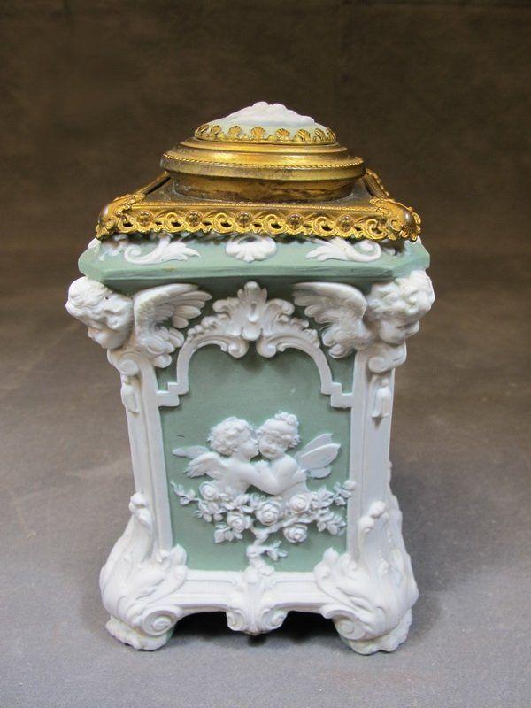 antique wedgwood bronze porcelain box antiquit ten. Black Bedroom Furniture Sets. Home Design Ideas