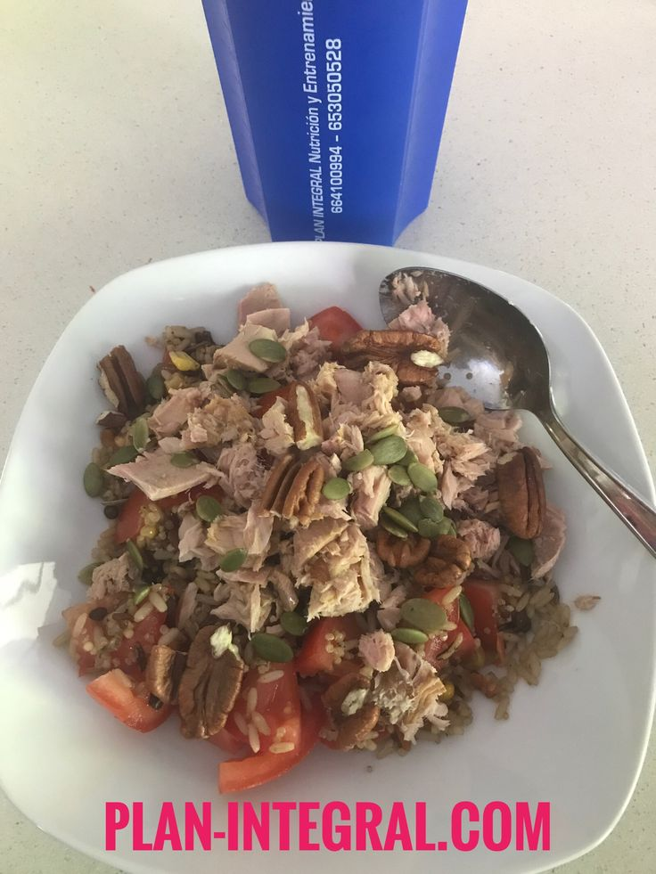 Arroz integral + quinoa +lentejas + maíz + tomates + atún + nueces pecanas + pipas calabaza + aceite de oliva #comidareal #comer #saludable