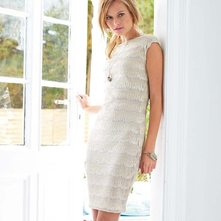 Kleid von ANA ALCAZAR in elegantem Offwhite, tailliert geschnitten. #impressionen #fashion