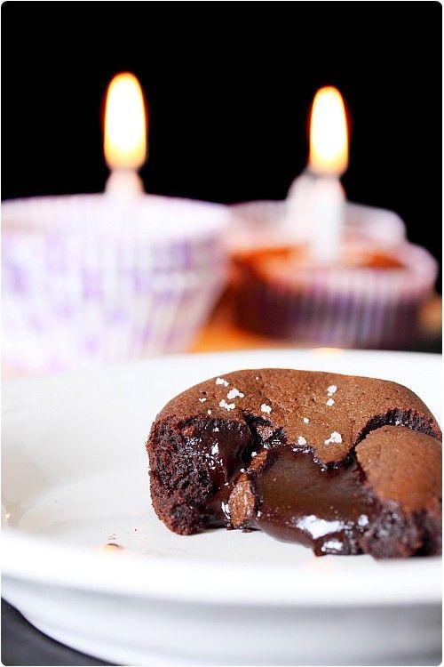 Coulant au chocolat et fleur de sel de Conticini. (chefnini.com, un des meilleurs blogs de cuisine !!!!!)