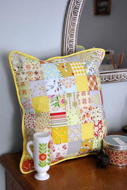 Linda almofada  de patchwork.