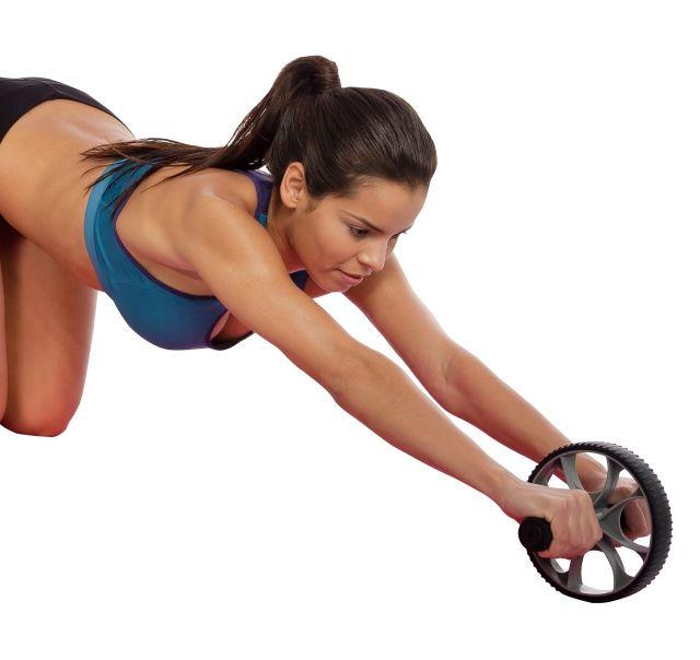 El trabajo de los abdominales con la rueda para abdominales - http://www.efeblog.com/trabajo-los-abdominales-la-rueda-abdominales-17427/  #Ejercicios, #Enforma
