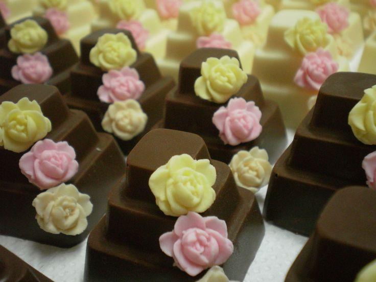 bolinhos de chocolate com rosinhas