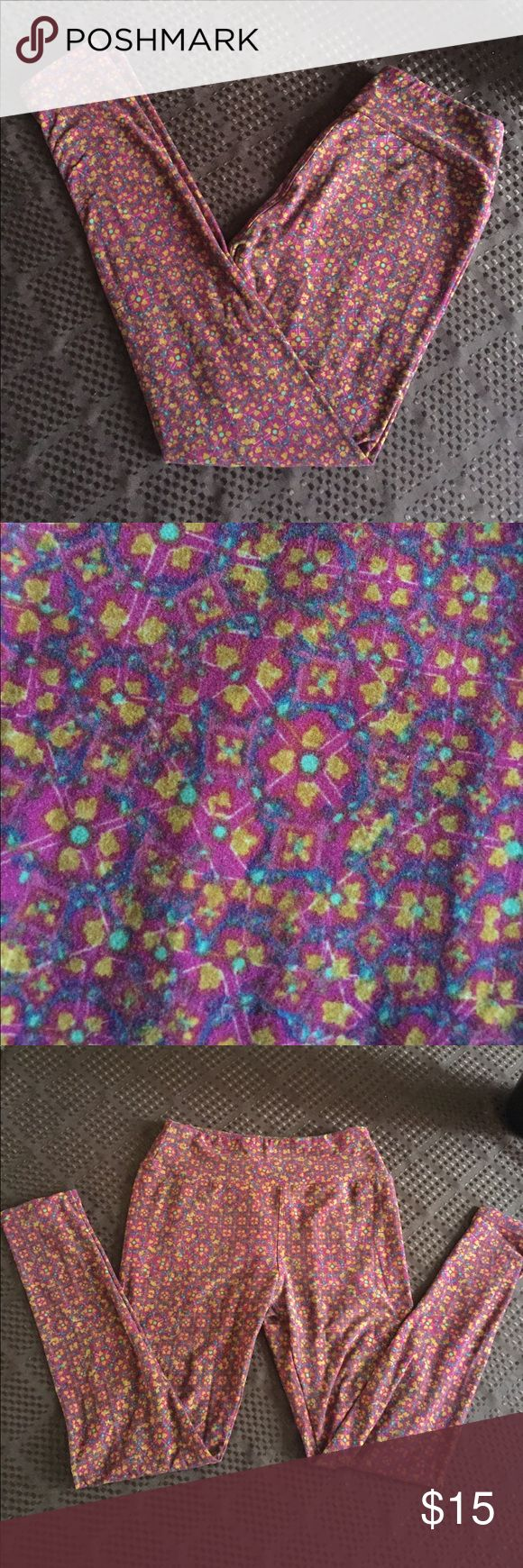 Lularoe Leggings Floral Print OS Great pair of Lularoe leggings in a reddish floral print. Good condition. Would be great with boots and a sweater for fall. LuLaRoe Pants Leggings