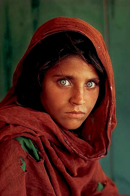 "Amazing eyes"". One of my favorite Nat Geo photos.National Geographic Afghans, Famous Photos, Afghans Woman, Geographic Covers, Geographic Afghans Girls, Amazing Eye, Geographic Photos, Portraits Stevemaccurri, Favorite National"